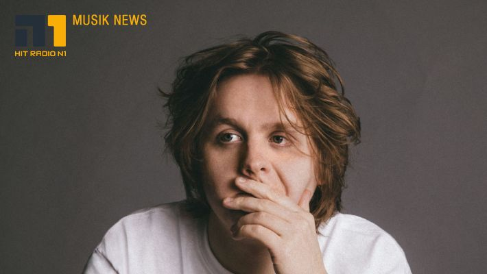 "Lewis Capaldi: davon handelt ""Someone You Loved"""